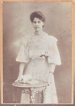 Édesanyja, Mocsy Lenke