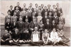 Osztálykép, 1924-25. Takáts Gyula balról, második sor 2.