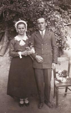 A költő szüleinek esküvői fényképe (1935)