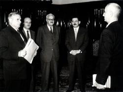 Dobi István, Orbán László, Aczél György és Rusznyák István átadják a Munka Érdemrendet (1958. október 10.)