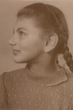 Kislányként, 1942-ben