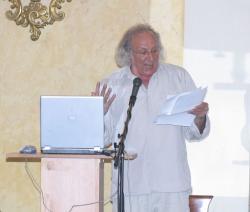 Vallai Péter Takáts Gyula versét mondja