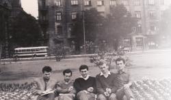 Utassy József egyetemi társaival a Duna-parton (Kiss Benedek, Győri László, Oláh János, Varga Balázs) (1963 körül)