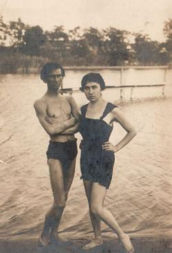 Feleségével, Molnár Sárival (1922)