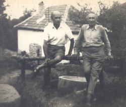 Áprily Lajos fiával, Jékely Zoltánnal Visegrádon, 1956