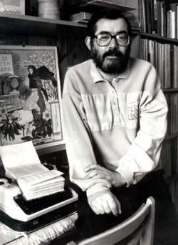 Dolgozószobájában (fotó: Nagy László, 1994)