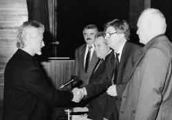 A Bethlen-díj átadása Szervátiusz Tibornak (1997)