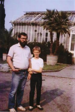 Tamás fiával a Potsdam-Drezda-Kelet-Berlin körutazás során (1988)