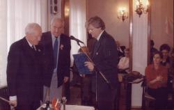 Az Arany János-díj átvételén Kalász Mártonnal és Tamás Menyhérttel (2005)