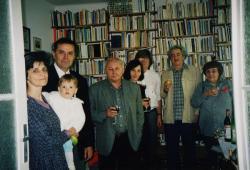 Balczó Andrásék a legkisebb gyermekükkel, Ágh Istvánék és Marshall Lászlóék Nagy Gáspár 50. születésnapján (1999)