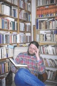 Bodor Béla a dolgozószobájában