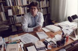 Budakeszi dolgozószobájában (1990; fotó: Molnár Edit)