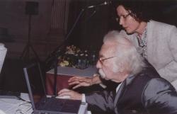 Határ Győző és Tószegi Zsuzsa, a Neumann Kht. igazgatója megnyitja a DIA-honlapot (2000, DIA)