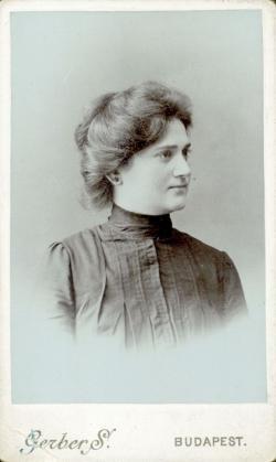 Götzler Gizella, Szentkuthy Miklós édesanyja, 1904 (Gerber S. felvétele)