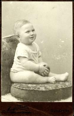 Szentkuthy Miklós egyéves korában