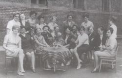 A Jázmin utcai iskola tantestülete, 1969 június (az ülő sor bal szélén)