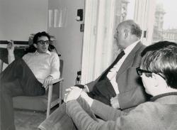 Lator László, Vas István és Várady Szabolcs az Európa Kiadó szerkesztőségében, 1975 (Gara György felvétele)
