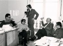 Benyhe János, Lator László, Katona Tamás, Vas István és Várady Szabolcs az Európa Kiadó szerkesztőségében, 1975 (Gara György felvétele)