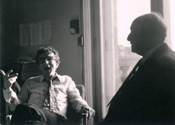 Lator László és Vas István az Európa Kiadó szerkesztőségében, 1975 (Gara György felvétele)