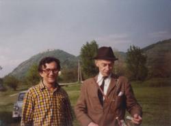 Lator László és Jékely Zoltán Visegrádon, 1980 májusa (Lisa Morpurgo felvétele)