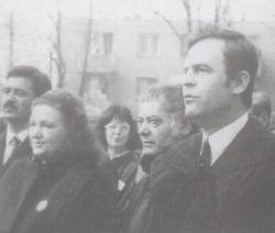 Jókai Anna, Csoóri Sándor és Tőkés László Arany János marosvásárhelyi szobrának avatásán (1992)