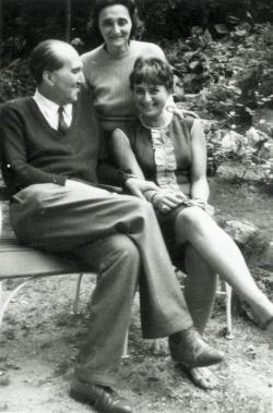 Szentkuthy Miklós és felesége lányukkal, Marionnal, 1964