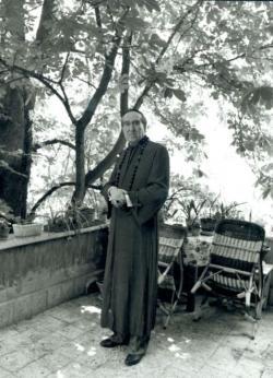 Szentkuthy Miklós püspöki jelmezében, 1983 (Bókay László felvétele)
