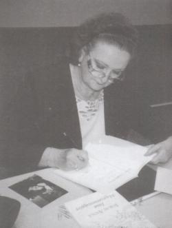 Dedikálás a Budapesti Nemzetközi Könyvfesztiválon, 2003