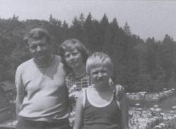 Családjával Erdélyben, (Szovátafürdő, 1978)