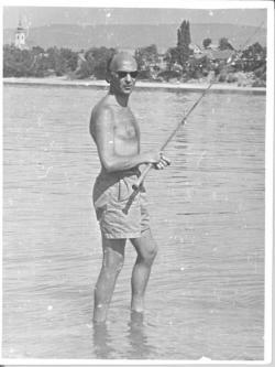 Jékely Zoltán horgászás közben (1956)