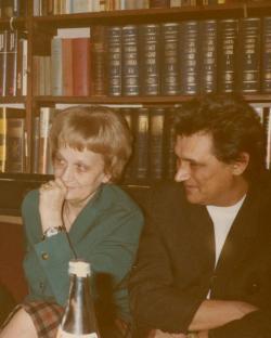 Nemes Nagy Ágnes és Lakatos István (1983 ősze, dolgozószoba) (Fotó: Galambos Tamás)