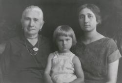"""""""Nagyanyám, anyám, én 1925-ben(?), Szatmáron vagy Pesten"""""""
