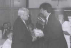 Pro civitate kitüntetés átadásán (Pécs, 1995)