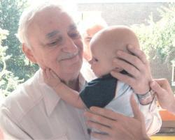Dédunokájával 2005-ben