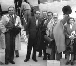 Nagy Imre és Zelk Zoltán a prágai reptéren, 1950