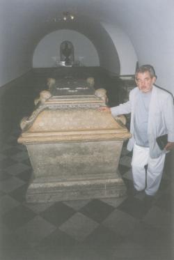 Adam Miczkiewicz sírjánál Krakkóban (1999 szeptember)