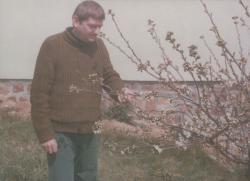 Bertha Bulcsu a szepezdi kertben (1979)