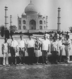 Indiában, a Pozsgay Imre kulturális miniszter által vezetett delegáció tagjaként