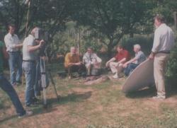 TV-stáb a kertben: a Szülőföldem című potréműsor felvételén