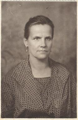 """Édesanyja 1924-ben, negyvenhét évesen, """"kilenc gyermek után""""."""