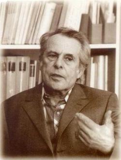 1985. Munkahelyén, a Baranya Megyei Könyvtárban. (Tóth István felvétele.)