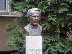 2004. Csorba Győző 2004. november 23-án avatott mellszobra a költőről elnevezett Megyei Könyvtár udvarán. (Trischler Ferenc szobrászművész alkotása.)