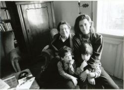 Feleségével, LaknerJudittal és két kisfiú, Áron és Józsi (1990)