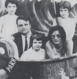 Első feleségével és lányaival, 1965