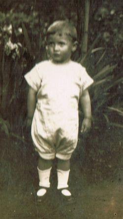 Három éves korában