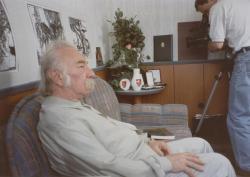 A Magyar Köztársaság Érdemrendjét, Gyoma díszpolgári oklevelét és a város ajándékait filmezik 1994-ben