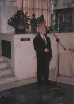 1994, Miskolc – Díszdoktori beszédét mondja magyarul és angolul