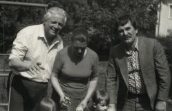 Bata Imrével és feleségével