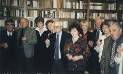 Juhász Ferenc szűk baráti körében: Kenyeres Zoltánék, Bodnár Györgyék, Pomogáts Béláék, Rónay László