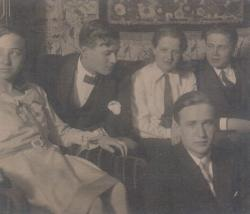 Zsúr Egerben, a húszas évek végén (Kálnoky a kép jobb oldalán, alul)